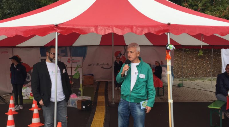 Klimamarkt Witten - Werner Frischmann begrüßt die Besucher