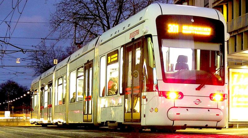 Für Wittener bleiben die neuen Straßenbahnen der Bogestra voraussichtlich noch bis zum Herbst 2020 ein Traum. Wie müssen weiterhin Treppensteigen in 40 Jahre alten Straßenbahnen. (Foto: Altenhoevel/Pixabay)