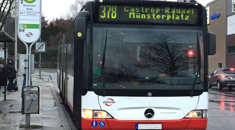 """Bogestra-Bus an der Haltestelle """"Bommern Mitte"""" am letzten Tage bevor diese Verbindung eingestellt wurde."""